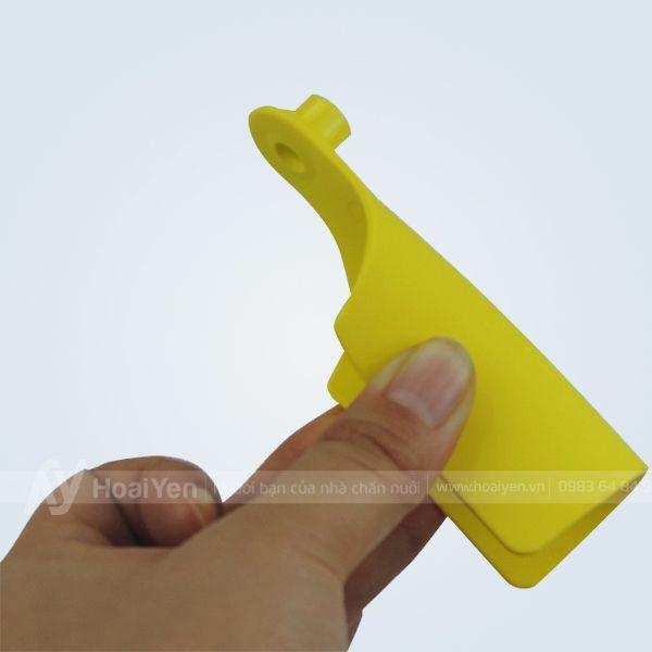 thẻ đeo tai lợn được làm từ nhựa dẻo nguyên chất